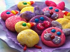 Use colored sugar, sprinkles, and candies to decorate these Easter-themed sugar cookies. #Easter http://www.recipe.com/bunny-chick-cookies/?socsrc=recpin040212bunnychickcookies