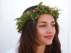Natural flower crown Spring wedding hair by BlackSwanFeather Gold Crown, Floral Headbands, Wedding Hair Accessories, Bridal Headpieces, Flower Crown, Spring Wedding, Wedding Hairstyles, Trending Outfits, Natural