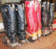 buckaroo boots in assorted colors with their spurs
