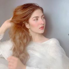 Giving us major hair and skin goal for the day is who is Cute Girl Pic, Stylish Girl Pic, Pakistani Girl, Pakistani Actress, Pakistani Designer Suits, Swag, Girl Photography Poses, Beautiful Hijab, Business Outfits