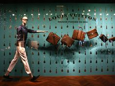 the bags are getting away, pinned by Ton van der Veer Visual Merchandising Displays, Visual Display, Box Design, House Design, Fashion Showroom, Window Display Design, Leather Factory, Bag Display, Retail Windows