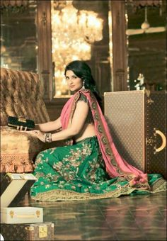 Parineeti, the style icon for all Siya women looks gorgeous in this green and pink lehenga!