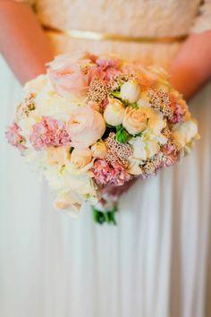 Al fresco wedding bouquet: http://www.stylemepretty.com/california-weddings/2014/09/23/backyard-al-fresco-wedding-with-fresh-green-details/   Photography: Milou and Olin - http://www.milouandolin.com/