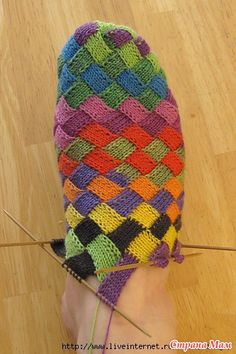 Ravelry: spindleknitter's Toe-up entrelac socks :: Someone make this for meeeee? Knit Or Crochet, Crochet Hooks, Knitting Socks, Knitted Hats, Knit Patterns, Stitch Patterns, Toe Up Socks, Woolen Socks, Mitten Gloves