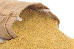 A bulgur, azaz a tört búza egy fantasztikus eledel, amit bátran használhatsz rizs helyett, amennyiben nem szenvedsz glutén-érzékenységben vagy allergiában. Szuper egészséges és rendkívül gyorsan elkészül: egy áldás, ha nincs sok időd a főzésre.