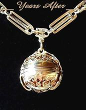 Estate 18K Gold LOCKET or Photo Ball Locket With Highly ORNATE Regal Scrollwork And Chain HALLMARKED!