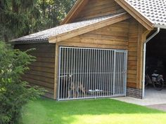 Pet Dogs, Dogs And Puppies, Doggies, Dog Kennel Designs, Kennel Ideas, Dog House Plans, House Dog, Dog Spaces, Dog Yard