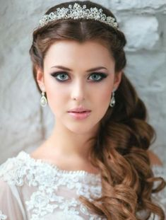 Wedding Hairstyles For Long Hair 26 Stylish Wedding Hairstyles for A Dreamy Bridal Look - Still searching for the perfect hair inspiration for your big day? Get inspired by these gorgeous wedding hairstyles that will leave any bride tressed to impress! Curly Wedding Hair, Long Hair Wedding Styles, Wedding Hair Down, Long Hair Styles, Trendy Wedding, Wedding Veils, Wedding Tiaras, Tiara For Wedding, Hair Styles With Crown