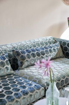 Twelve new colours, that bridge the gap between winter and spring, update our best-selling Manipur rich pile velvet weave. English Country Gardens, Aesthetic Movement, Designers Guild, Garden Design, Decorative Boxes, Weaving, Velvet, Colours, Rose