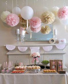 5 ideas para decorar tu boda con pompones de papel de seda http://bodascondetalle.blogspot.com.es/2014/09/5-ideas-para-decorar-tu-boda-con-pompones-papel-seda.html