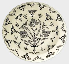 Plate - Classics Of Iznik Art Earthenware, Stoneware, Art Drawings Sketches Simple, Turkish Tiles, Victoria And Albert Museum, Antique China, Tile Art, Ceramic Pottery, Metal Working