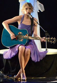 Taylor Swift and her guitar