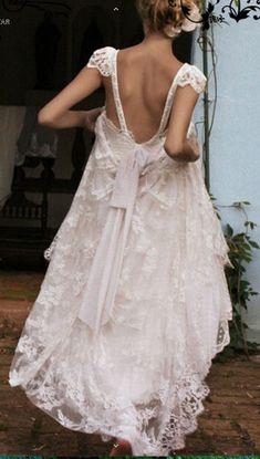 ♕ elegant, open-backed wedding dress by Emanuelle Junqueira <3