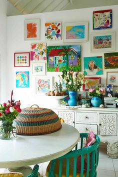 Life In Bali With Saffron Pugh-Blaby - GraceTales Quirky Decor, Eclectic Decor, Living Room Decor, Living Spaces, Living Area, Vintage Interiors, Inspired Homes, Plates On Wall, Decoration