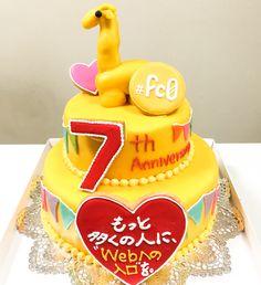 キリンのシャチョーさんが乗った、黄色い二段ケーキ Birthday Cake, Cakes, Desserts, Food, Tailgate Desserts, Deserts, Cake Makers, Birthday Cakes, Kuchen