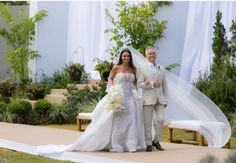Bride wedding day, stunning bride, long tail, Casamento Amanda Guerra.
