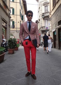 Red pants, blue shirt, navy tie. #men #style #fashion