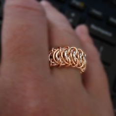 Rings Selber Machen The Perfect Ring Tutorial Beaded Rings, Beaded Jewelry, Handmade Jewelry, Earrings Handmade, Wire Wrapped Jewelry, Metal Jewelry, Jump Ring Jewelry, Chainmaille Bracelet, Ring Tutorial
