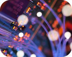 Con la cantidad de dispositivos conectados a Internet aumentando cada día, la necesidad de una mejorymás rápida Internet es considerable. Investigadores de la Universidad han llegado con una solución muy inteligente a este problema.  Los ingenieros eléctricos de la Universidad de California, en San Diego han roto los límites de capacidad de los cables …