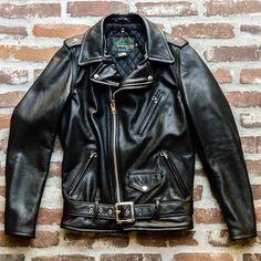 519 Perfecto by Schott. Vintage Leather Jacket, Leather Men, Black Leather, Leather Jackets, Riders Jacket, Motorcycle Jacket, Jacket Men, Unisex Fashion, Mens Fashion