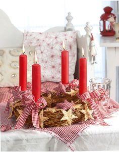 la véritable couronne de l'avent avec ses 4 bougies que l'on allume chaque semaine à compter du 6.12 jour de la ST NICOLAS <3