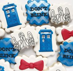 Doctor Who cookies Doctor Who, Si Fi, Cookie Do, Don't Blink, Cute Cookies, Royal Icing Cookies, Cookie Designs, Creative People, Cookie Decorating