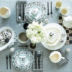 A refreshing black and white tablescape for spring.