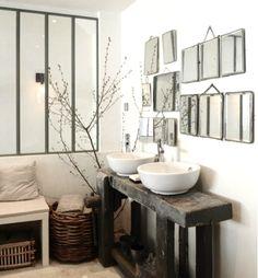 Miroirs et verrière dans la salle de bain / bathroom