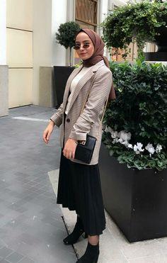 Abaya Style 730709108268236433 - Source by anicequeen Modern Hijab Fashion, Hijab Fashion Inspiration, Muslim Fashion, Modest Fashion, Fashion Outfits, Casual Hijab Outfit, Hijab Chic, Casual Outfits, Muslim Women