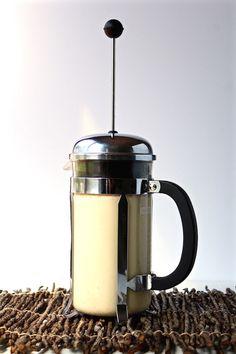 cashew milk in french press Great Coffee, Hot Coffee, Coffee Drinks, Iced Coffee, Milk In French, How To Make Foam, Frozen Coffee, Coffee Tasting, Coffee Shops