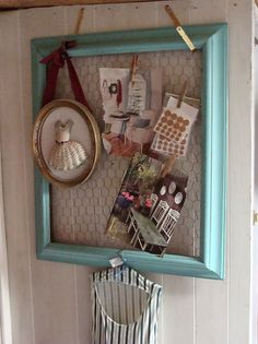 DIY:: Old Frame And Chicken Wire Farmhouse Styled Wall Photo Display !