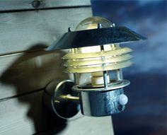 An elegant and robustly built wall light with PIR sensor.