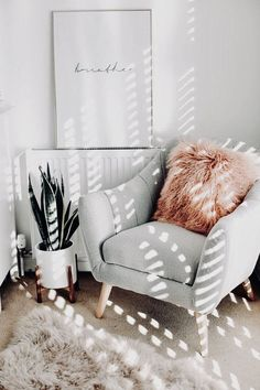 affordable apartment living room design ideas on a budget 164 Reading Nook Chair, Reading Nooks, Cozy Reading Rooms, Room Ideas Bedroom, Square Bedroom Ideas, Cute Bedroom Ideas, Home And Deco, New Room, Cheap Home Decor