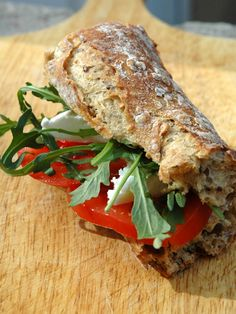 Picnic Sandwiches, Gourmet Sandwiches, Healthy Sandwiches, Wrap Sandwiches, Sandwich Recipes, Healthy Herbs, Healthy Snacks, Grilled Sandwich, Cooking Recipes