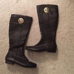 Andrew Gellar chocolate brown boots! Andrew Gellar chocolate brown boots! GREAT CONDITION. Zip up the side . Gold detail as shown Shoes