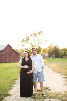 #maternity #posing #portraits #barn Photo By Callie Hardman Photography