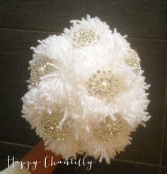 bouquet_ponpons_broches_mariee_happy_chantilly_BD Wedding Ideas, Pom Poms, Wedding Ceremony Ideas