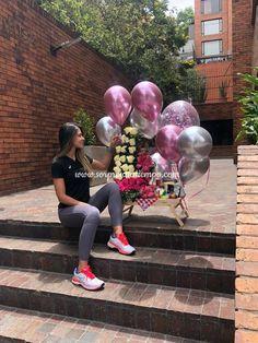 Enamórate de una mujer por la belleza de su alma, enamórate de Lina Cardona Whatsapp #Bogotá: (+57) 3014136244 www.sorpresasatiempo.com  #desayunossorpresa#regalosoriginales #tiendaderegalos #creatividas #experiencias #sorpresa #lareinadelflow #paraella #celebracion #mujerescolombianas #caracoltv Candy Bouquet, Balloon Bouquet, Chocolate Bouquet, Unique Birthday Gifts, Ideas Para Fiestas, Diy And Crafts, Balloons, Creations, Party
