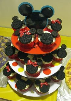 Disney Mickey Minnie Mouse Oreo Cupcake - did this for my son's b-day and they were yummy. The Oreo cookie was so soft it melted in your mouth. Mickey Cupcakes, Oreo Cupcakes, Cupcake Cakes, Cupcake Ideas, Birthday Cupcakes, Party Cupcakes, Oreo Cookies, Cupcakes Kids, Cupcake Tier