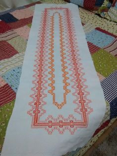 Ribbon Embroidery, Embroidery Stitches, Embroidery Patterns, Huck Towels, Swedish Weaving Patterns, Swedish Embroidery, Monks Cloth, Cat Cross Stitches, Weaving Designs