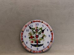 It's a small clock - diameter 16 cm, thickness cm (including battery compartment) - which can furnish any room in the home and office with discretion and originality. Small Clock, Decorative Plates, Ceramics, Canning, The Originals, Classic, Wall, Room, Home Decor