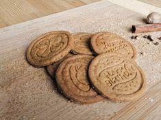 Hrníčkové karamelové sušenky (spekulky) Lotus Cake Decorating Piping, Christmas Cookies, Biscuits, Food And Drink, Sweets, Vegan, Baking, Drinks, Recipes