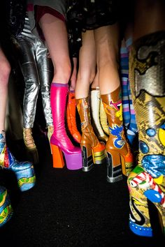 Backstage pros Kevin Tachman and Driely S. are behind the scenes at New York Fashion Week shooting all the top shows. Dr Shoes, Cute Shoes, Me Too Shoes, 70s Aesthetic, Aesthetic Vintage, 70s Inspired Fashion, 70s Fashion, 80s Disco Fashion, Hippie Style
