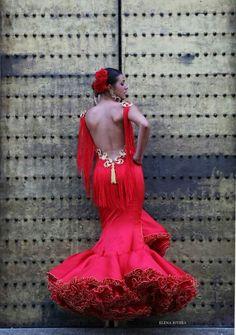 Espectacular. Flamenco Costume, Flamenco Dancers, Spanish Dress, Spanish Style, Couture Fashion, Runway Fashion, Dance Dresses, Flamenco Dresses, Mexican Dresses