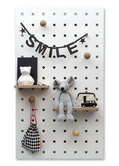 Swiss born, London based designer Nikki Kreis, Founder of studio Kreisdesign, has updated the archetypal pegboard with her innovative Peg-it-all range. Pegboard have long been the go-to practical storage solution for studios and workspaces. Pegboard Ikea, Pegboard Nursery, Pegboard Storage, Monochrome Nursery, Small Shelves, Hanging Storage, Kid Spaces, Small Spaces, Kids Decor