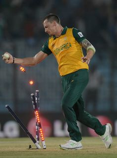 Dale Steyn effects the winning run-out World T20, in New Zealand v South Africa Match  http://goo.gl/RNtPXm