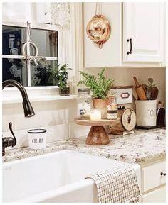 Best Farmhouse Kitchen Sink Design Ideas And Decor 69 Kitchen Sink Design, Farmhouse Sink Kitchen, Modern Farmhouse Kitchens, Home Decor Kitchen, New Kitchen, Home Kitchens, Kitchen Ideas, Kitchen Designs, 10x10 Kitchen