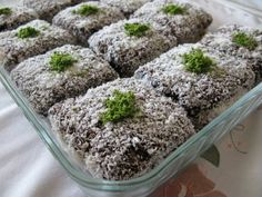 Pastry Cake, Turkish Recipes, Kakao, Beautiful Cakes, How To Dry Basil, Cooking Recipes, Herbs, Sugar, Cupcakes