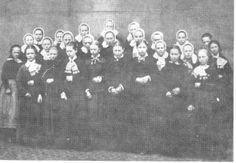 Groep arbeidsters van de KSW [1884] in Sallandse klederdracht. De oudere dames met de Sallandse muts. Beeldbank Hellendoorn #Overijssel #Salland