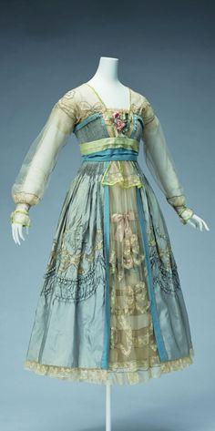 HISTORICAL TURQUOISE & BLUE DRESSES